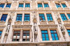 Stadhall& x27; s-fasad i Munich Royaltyfri Fotografi