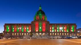 Stadhuis in de Lichten van Kerstmis Royalty-vrije Stock Foto's
