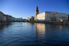 Stadhuis dichtbij kanaal royalty-vrije stock foto