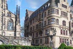Stadhuis en Salvator-kerk - Duisburg - Duitsland Stock Foto's
