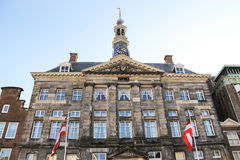 Stadhuis i den holländska staden Den Bosch Och gjort denna liten stadkänselförnimmelse ett stor större Royaltyfria Foton