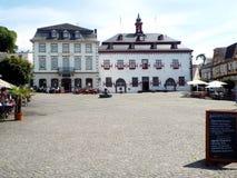 Stadhuis met marktvierkant in Linz in de Rijn stock afbeelding