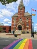 Stadhuis met regenboogstoep in Fredericton, New Brunswick, C royalty-vrije stock fotografie