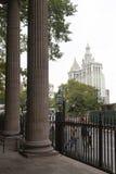 Stadhuis New York van st Paul kapel wordt gezien die royalty-vrije stock afbeeldingen