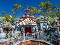Stadhuis in Toontown, Disneyland stock afbeeldingen