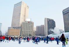 Stadhuisijsbaan bij het Plein van Seoel in wintertijd Dichtbij het Stadhuis van Seoel, in Seoel, Zuid-Korea royalty-vrije stock fotografie