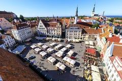 Stadhuisvierkant in de oude stad van Tallinn, Estland op 26 Juli, Stock Afbeeldingen