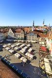 Stadhuisvierkant in de oude stad van Tallinn, Estland op 26 Juli, Royalty-vrije Stock Fotografie