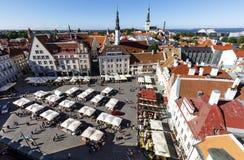 Stadhuisvierkant in de oude stad van Tallinn, Estland op 26 Juli, Stock Afbeelding