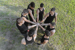 Stadien des Teamlebens Teamwork, die Handkonzept stapelt synergie Lizenzfreie Stockbilder