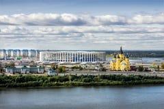 Stadio in costruzione ed il tempio di Alexander Nevsky nella N Immagine Stock Libera da Diritti