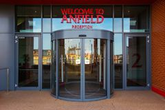 Stadio di Anfield, la terra domestica del club di calcio di Liverpool nel Regno Unito fotografie stock libere da diritti