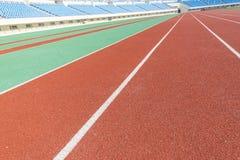 Stadio di atletica ed i sedili del pubblico Immagini Stock Libere da Diritti