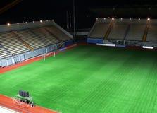 Stadio di calcio vuoto nella notte Fotografia Stock Libera da Diritti