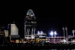 Stadio di rossi che splende nella notte Fotografia Stock Libera da Diritti