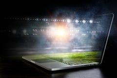 Stadio di sport alle luci fotografia stock