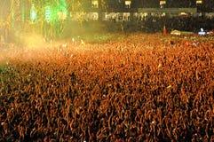 Stadio in pieno con la folla della gente del partito Immagine Stock Libera da Diritti