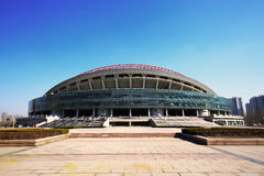 Stadio soleggiato del centro sportivo di Zibo di inverno Immagine Stock