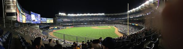 Stadio Yankee Stadium notteserum royaltyfria foton