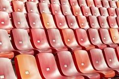 Stadion mit sauberen Stühlen Stockbild