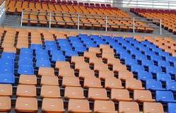 Stadion placerar för besökare någon sport eller fotboll Royaltyfri Foto