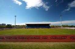 Stadion und Spur lizenzfreie stockfotos