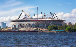 Stadion under konstruktionsST PETERBURG - 2015 Arkivfoto
