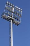 Stadionleuchten auf einem Hintergrund des blauen Himmels Lizenzfreie Stockbilder