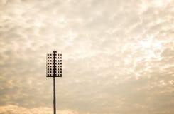 Stadionljus i varm signal Arkivfoto
