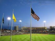 Stadionljus på en basebollarena Arkivbilder