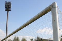 Stadions-Lichter und Fußballplatz stockfotografie