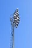 Stadionslichter und blauer Himmel lizenzfreie stockbilder
