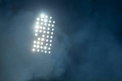 Stadionslichter und -rauch Stockfoto