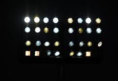 Stadionu futbolowego nokturnu potężni światła na ciemnym tle Obraz Stock