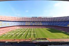 Stadionu futbolowego Nou Obozowy wnętrze z trawy polem, r oświetlenie i stojaki w Barcelona Obrazy Royalty Free