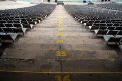 Stadionzetels in een achtermening Stock Fotografie