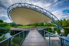 Stadium über einem See, am Symphonie-Park in Charlotte, North Carolina lizenzfreie stockfotos