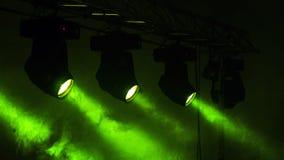 Stadium beleuchtet Grün und Smokey Stockfotografie