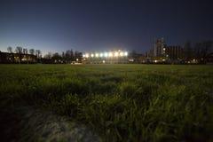 Stadium mit AbendSportanlage Stockfotos