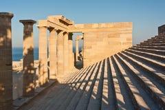 Stadium und Spalten der alten Akropolises Stockfotos