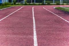 Stadium zawody atletyczni teren pusty na letnim dniu Obrazy Royalty Free