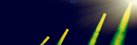 Stadiumverlichting bij het de nachtoverleg van een popgroep royalty-vrije stock afbeeldingen