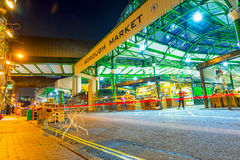 Stadmarknad i London på natten Arkivbild