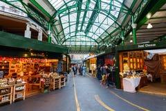 Stadmarknad i Southwark, centrala London, UK Arkivbild