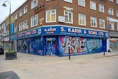 Stads- återförsäljnings- grafitti, gatakonst, tegelstengränd, östliga London royaltyfri bild