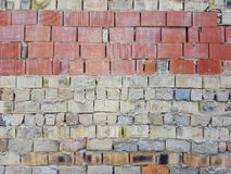 Stads- arkitektur för gammal smutsig för tegelstenvägg för yttersida sten för betong royaltyfria bilder
