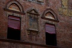 stads- arkitektur i centret, Bologna, Italien royaltyfri fotografi