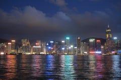 Stads- arkitektur i Hong Kong Victoria Harbor med stadsskylin Arkivfoton