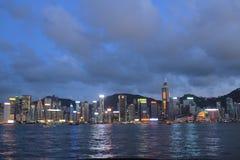 Stads- arkitektur i Hong Kong Victoria Harbor med stadsskylin Arkivbilder