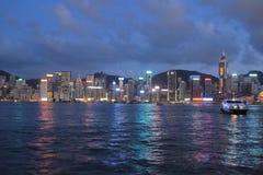 Stads- arkitektur i Hong Kong Victoria Harbor med stadsskylin Royaltyfri Bild